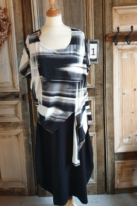 Black short shirt sleeve top print 3260